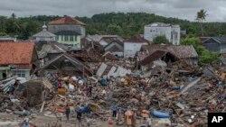 صدها خانه و هوتل در ساحات ساحلی جزایر جاوا و سوماترا ویران شده است