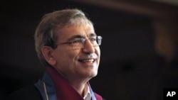 اورهان پاموک یکی از نویسندگان ممتاز ترکیه و برنده نوبل ادبیات است.