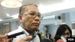 Kepala BPH Migas, Andy Noorsaman Sommeng menilai penyebab naiknya harga komoditas pangan karena mafia dan bukan karena kenaikan harga BBM. Hal tersebut disampaikannya di Jakarta, Minggu (05/04/2015). (Foto: VOA/Iris Gera)