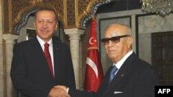 Başbakan Recep Tayyip Erdoğan Tunus'ta Geçici Hükümet Başkanı Beji Caid Essebsi ile
