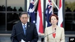 Tổng thống Indonesia Susilo Bambang Yudhoyono và Thủ tướng Australia Julia Gillard trong cuộc họp báo tại Darwin, ngày 3/7/2012