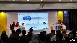 Bedah Program Capres-Cawapres seri 5 di UGM, Yogyakarta, Kamis 4 April 2019. (Foto:VOA/Nurhadi)