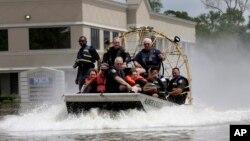 ارتش آمریکا برای امدادرسانی به قربانیان سیل تگزاس در این ایالت حضور یافت.