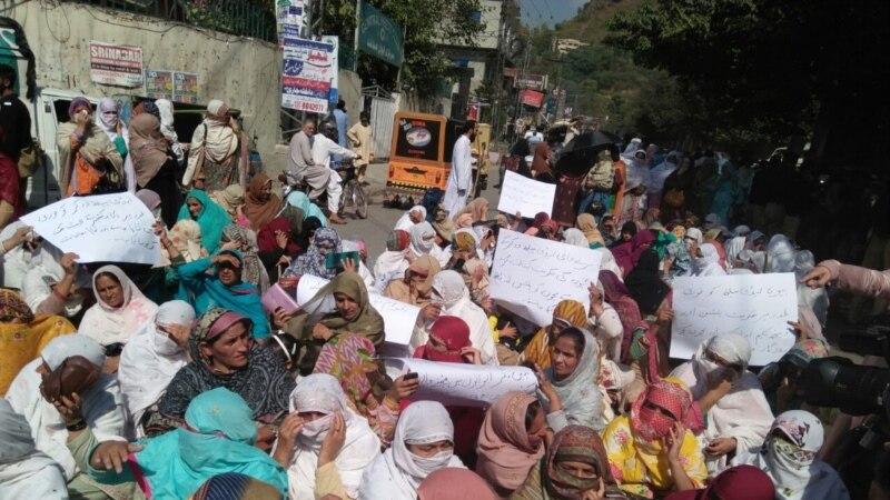 پاکستانی کشمیر میں تنخواہیں نہ ملنے پر لیڈی ہیلتھ ورکرز کا احتجاج