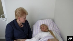 Lithuania's President Dalia Grybauskaite visits imprisoned former Ukrainian Prime Minister Yulia Tymoshenko in a hospital in the eastern Ukrainian city of Kharkiv, May 11, 2012.