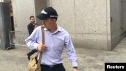 在纽约向联邦法官就充当中国政府间谍问题认罪的美国联邦调查局资深美籍华裔雇员秦昆山(音译,Kun Shan Chun)(2016年8月1日)