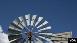 Kincir pembangkit tenaga angin seperti ini di Amerika baru ada di daratan.