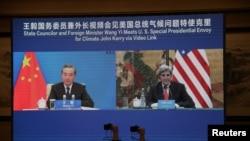 美国总统气候变化事务特使约翰·克里在天津出席与中国外长王毅的视讯会议(路透社2021年9月1日)
