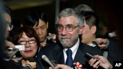 U.S. economist and Nobel laureate Paul Krugman reacts to questions from journalists after a meeting with Japanese Prime Minister Shinzo Abe in Tokyo, March 22, 2016. Krugman spoke Thursday at the Peterson Institute for International Economics in Washington and to VOA.