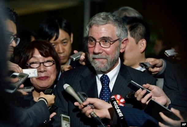 2008年诺贝尔经济奖得主保罗·克鲁格曼(Paul Krugman)被记者包围(2016年3月22日)