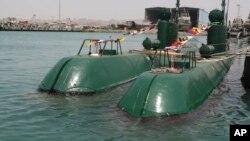 نمونه های از زیر دریایی های غدیر ایران در بندر عباس، عکس از سال ۲۰۱۰