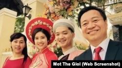 Buổi lễ giữa ông Nguyễn Minh Triết và Đồng Thanh Vy, Á hậu 2 cuộc thi Hoa hậu Đông Nam Á 2013, diễn ra hôm 10/3.