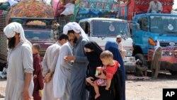 지난 8월 아프가니스탄 난민들이 파키스탄 페샤와르의 유엔난민기구UNHCR 터미널에 도착했다.