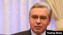 알렉산드르 티모닌 주한 러시아 대사가 21일 한국 주재 러시아 대사관에서 연합뉴스와 인터뷰하고 있다.