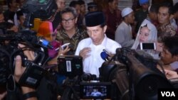 Presiden Jokowi di Istana Kepresidenan Bogor, hari Selasa (28/6) malam menegaskan peredaran vaksin palsu adalah sebuah kejahatan luar biasa. (VOA/Andylala).