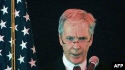 Đại sứ Hoa Kỳ tại Afghanistan Ryan Crocker phát biểu trong buổi lễ tuyên thệ nhậm chức của ông ở thủ đô Kabul, ngày 25/7/2011