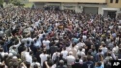 Prosvjedi nakon molitve petkom u sirijskom lučkom gradu Banias, 29. travnja 2011.