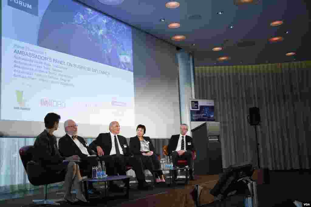 پنل سفرای در گردهمايى اقتصادى ايران و اروپا در سوييس