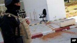 Oficiales de policía en el Museo del Bardo un día después de un ataque que dejó hasta ahora 23 muertos.