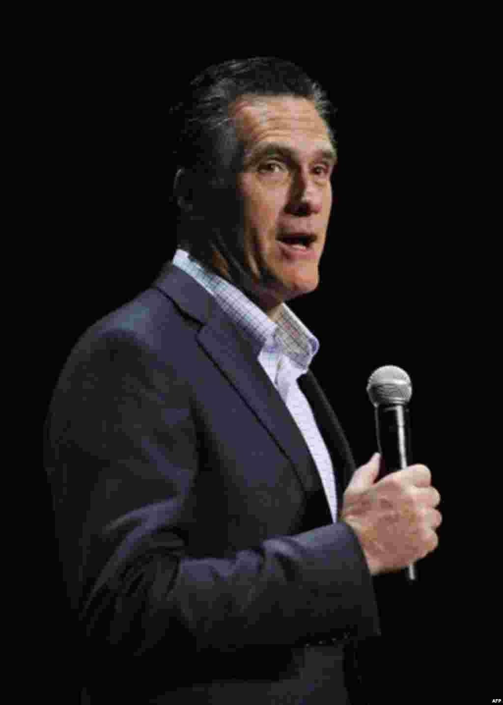 Eski Massachusetts Valisi Mitt Romney, mevcut adaylar arasındaki en ılımlı isim olarak öne çıkıyor