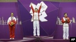 中國選手易思玲獲得了女子十米步槍射擊的金牌