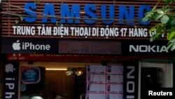 Cửa hàng bán điện thoại thông minh của Samsung, Nokia và Apple ở Hà Nội