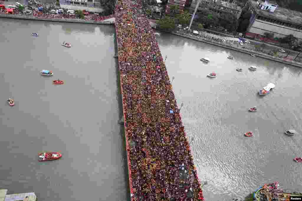 Devotees occupy Jones bridge as they take part in the annual procession of the Black Nazarene in metro Manila, the Philippines.