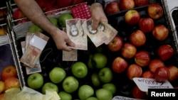 A muchos venezolanos les parece una tarea imposible vivir con el salario mínimo.