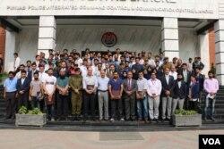 پاکستان کرکٹ ٹیم کے کھلاڑیوں کا سیف سٹی اتھارٹی کے کارکنوں کے ساتھ گروپ فوٹو ۔ 24 اگست 2017