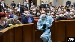 Українські нардепи у масках