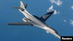 """资料照:美国空军B-1B""""枪骑兵""""超音速战略轰炸机"""