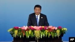 Presiden China Xi Jinping menyampaikan pidato pembukaan KTT APEC CEO sebagai bagian dari KTT APEC di China National Convention Center di Beijing, 9 November 2014.