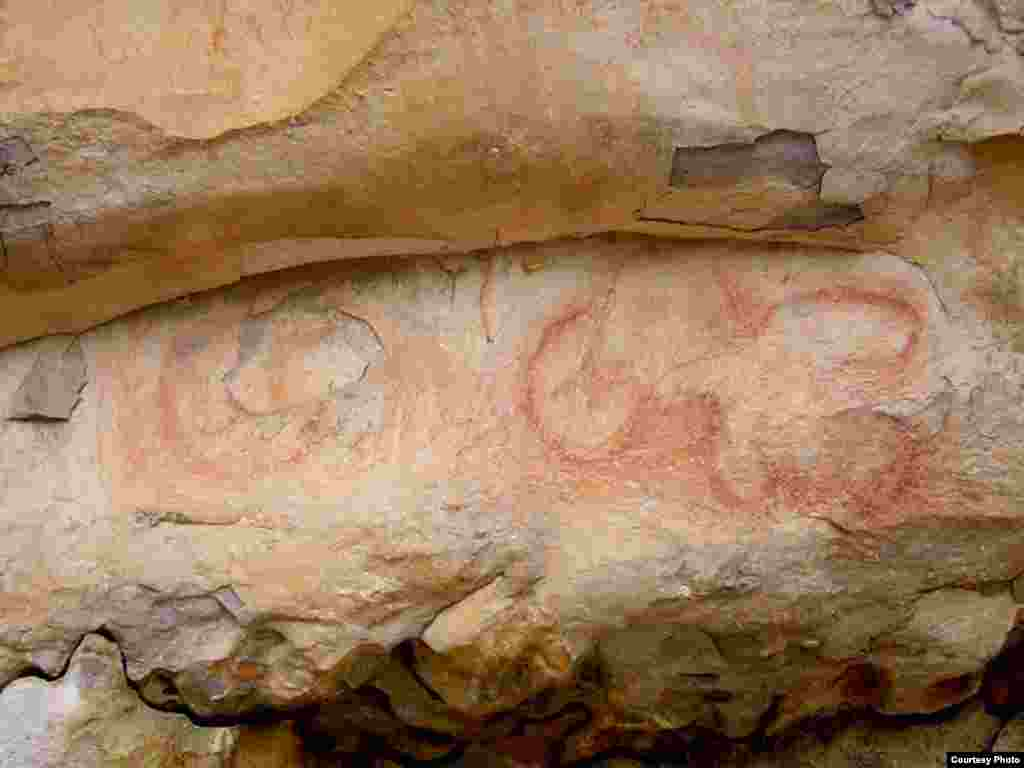 This 1,200 AD drawing, found on an open bluff in Alabama, depicts an anthropomorphic figure and two circles. Drawings found in the open air were almost always painted red. (Photo: Jan Simek, Alan Cressler, Nicholas Herrmann and Sarah Sherwood / Antiquity
