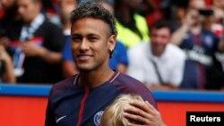Neymar lors de sa présentation aux fans de Paris St-Germain, Paris, 5 août 2017.