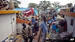 Southern Sudanese load their possessions aboard boats as they make their way back to the south from northern Sudan (file photo)