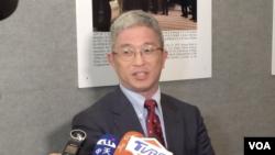 台湾外交部次长徐斯俭2019年10月21日在美国首都华盛顿接受记者访问(美国之音许宁拍摄)