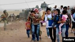 Hơn 130.000 người Syria gốc Kurd băng qua biên giới vào thị trấn đông nam Suruc ở tỉnh Sanliurfa, Thổ Nhĩ Kỳ, ngày 20/9/2014.