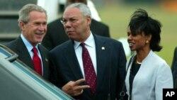 ພາບອະດີດປະທານາທິບໍດີ George W. Bush ທີ່ສະໜາມບິນ Shannon Airport ກັບອະດີດ ລມຕ ຕ່າງປະເທດ ທ່ານ Colin Powell ແລະ ອະດີດທີ່ປຶກສາດ້ານຄວາມໝັ້ນຄົງແຫ່ງຊາດ ທ່ານນາງ Condoleeza Rice.