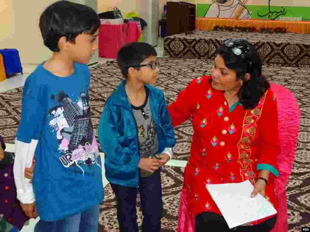 کراچی: میلے میں کہانیاں سنانے اور تبصروں کا سیشن