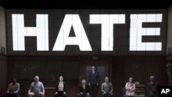 صحنهای از نمایش ۱۹۸۴ در تئاتر هادسن، برادوی، نیویورک