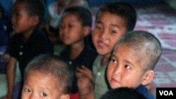 Sejumlah anak yang menderita kekurangan gizi di tempat asuh anak-anak di Korea Utara.