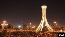 Demonstran kembali menguasai Pearl Roundabout di Manama setelah militer menarik diri.