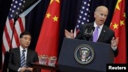 Вице-президент США Байден и вице-премьер КНР Ван Ян