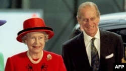 Королева Елизавета и принц Филип (архивное фото)