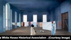 Osoblje i gosti Bele kuće prijavljivali su da osećaju miris lavande i sušenog veša u istočnoj sobi Bele kuće, prostoriji gde je nekada sušila veš prva dama Ebigejl Adams.