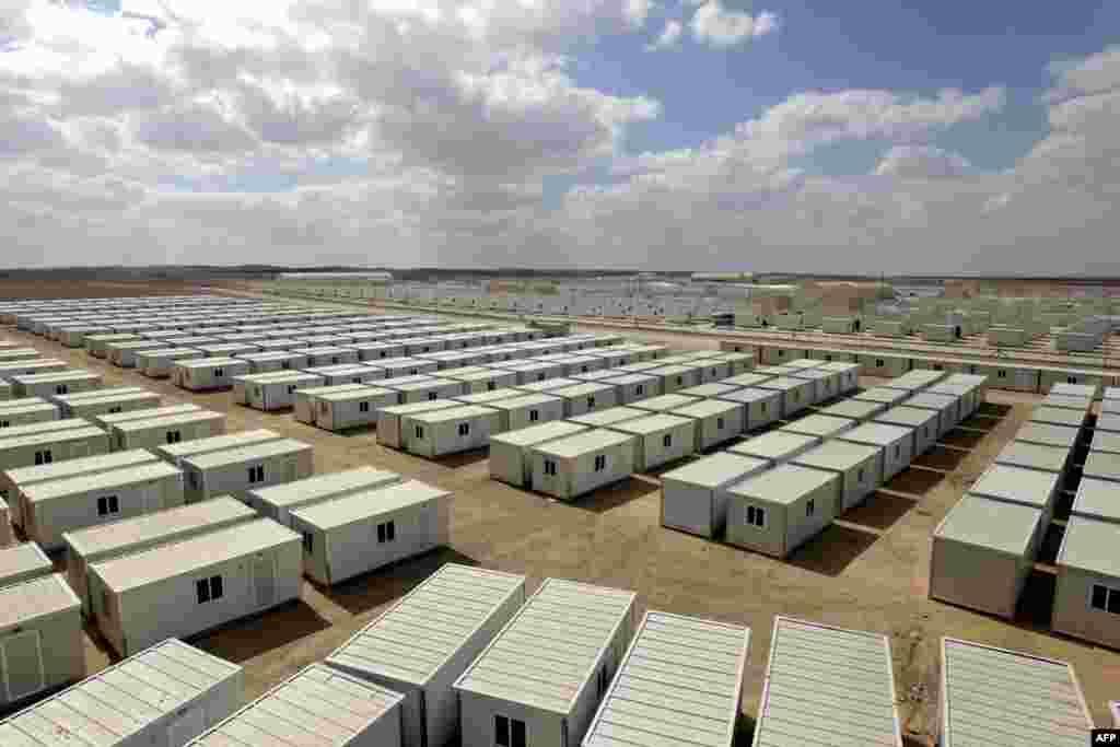 요르단 자르카 인근의 므리게브 알-푸후드 난민캠프. 시리아 난민들이 머물고 있다.