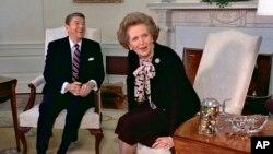 英國前首相撒切爾夫人於1985年2月20日與美國當時的總統里根在白宮會面。