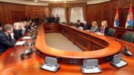 """Premijer Srbije Ivica Dačić razgovara sa ambasadorima zemalja """"Kvinte"""" - Velike Britanije, Francuske, Nemačke, Italije i SAD"""