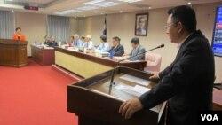 台灣立法院內政委員會6月30號質詢的情形。
