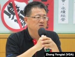 台湾教师工会总联合会理事长张旭政 (美国之音张永泰拍摄)